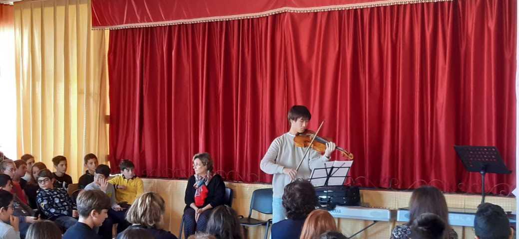Lezione-concerto del violista Takehiro Konoe...